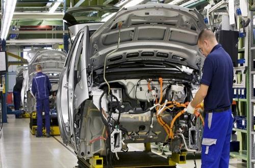 استاد احمدی به مسائل مختلف در رشته مهندسی خودرو میپردازد قسمت (۱)